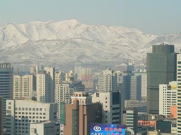 View_of_Urumqi_with_Yamalik_mountain.jpg